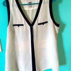 Classic black\white flowy blouse